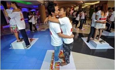 Thai couples kiss